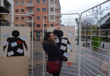 panneaux d'exposition sur les violences conjugales