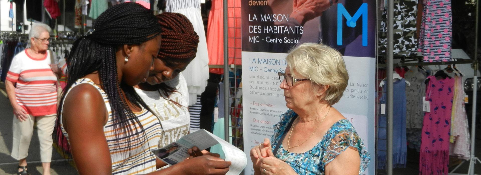 Information sur le centre social au marché de Saint-Julien